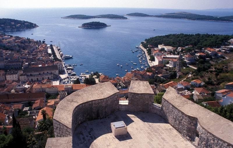 קרואטיה - האי חוואר - העיר והמפרץ, מהמצודה