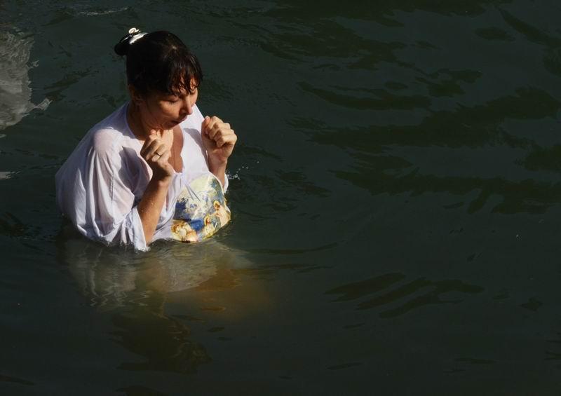 טבילה נוצרית בירדן