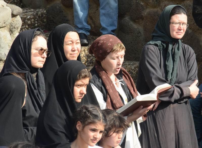 צליינים בתפילה לפני טבילה