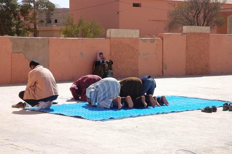 מרוקו - תפילה ברחוב
