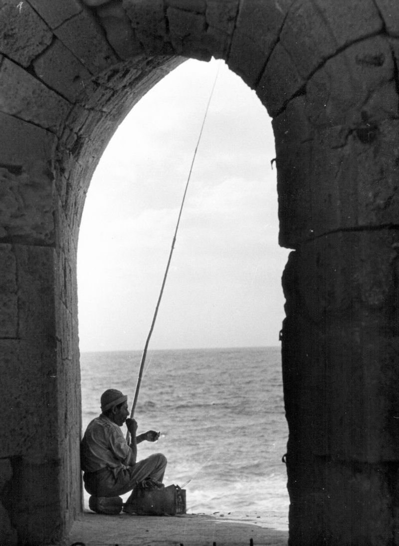 דיג בחומת עכו