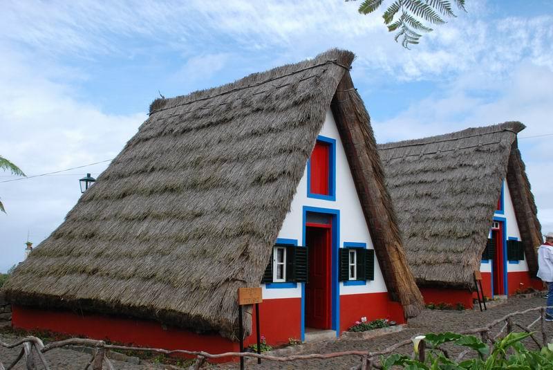 מדירה - בתי גגות הקש