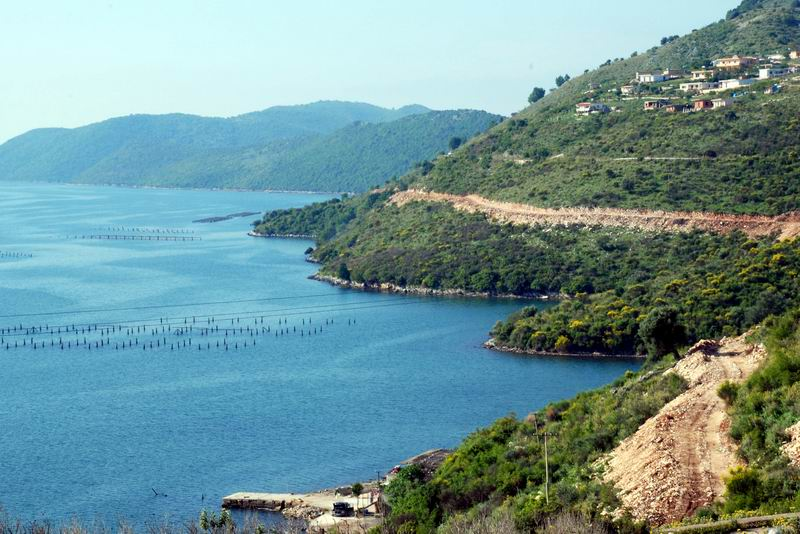 אלבניה - חוף יפה וחוות סרטנים