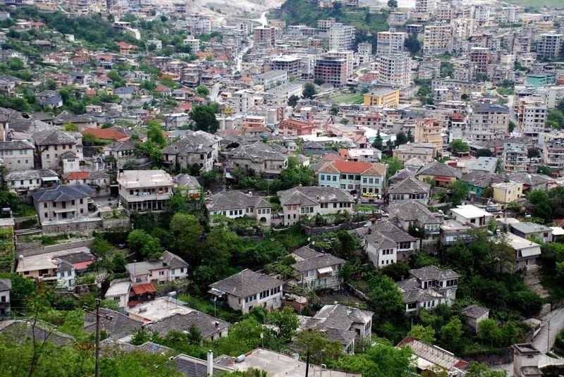 אלבניה - נופי ג'ירוקסטרה