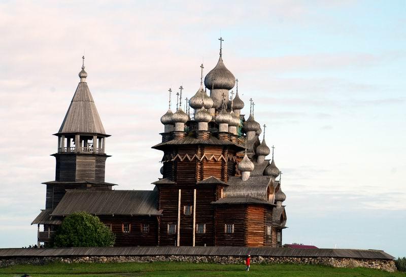רוסיה - קיזי - כפר בתי העץ