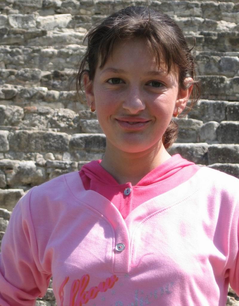 אלבניה - ילדה נאה