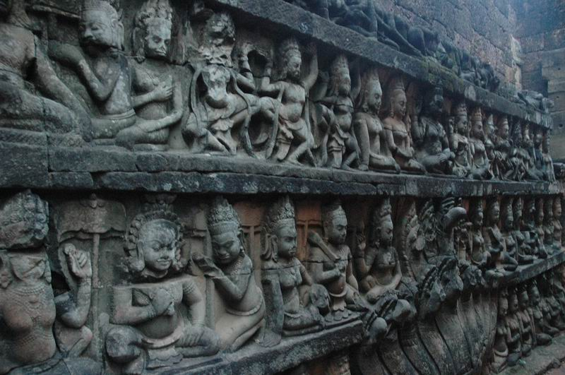 קמבודיה - העיר אנקור-טום קישוטי קירות