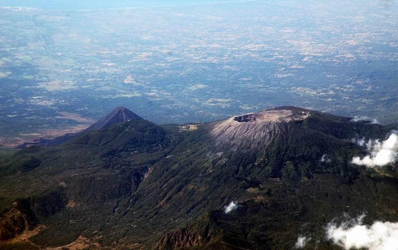 גווטמאלה מן האויר - לוע הר געש
