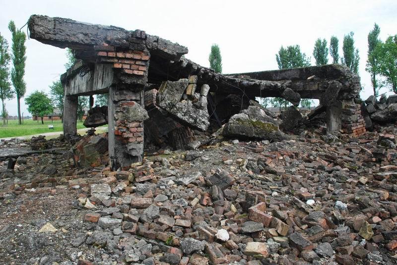 פולין - בירקנאו - שרידי המשרפות