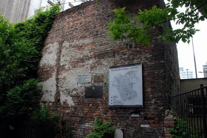 פולין - ורשה - חומת הגטו הקטן