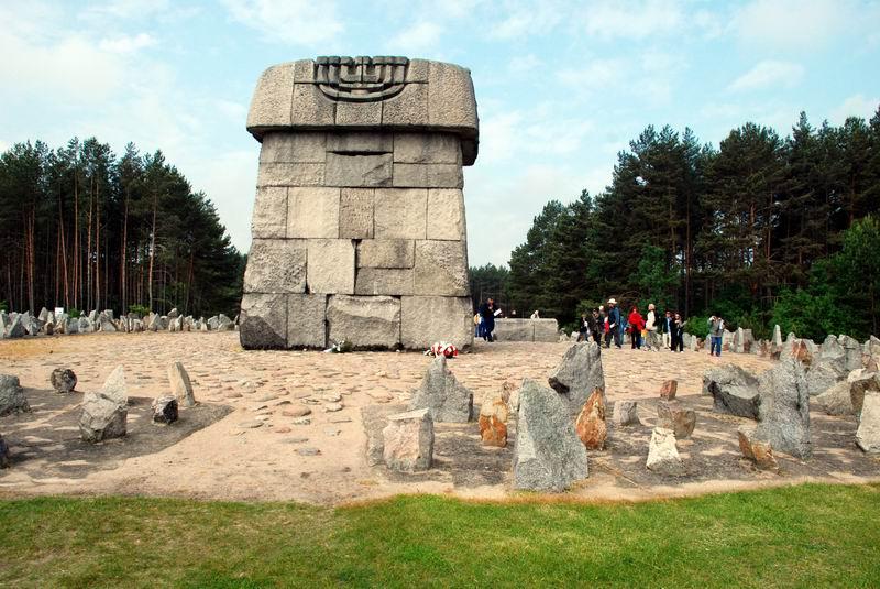 פולין - טרבלינקה - האנדרטה ומצבות האבן