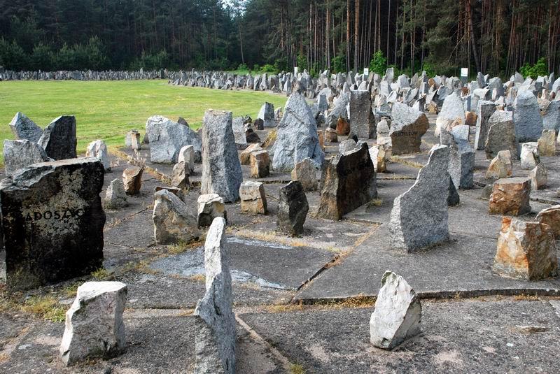 פולין - טרבלינקה - מצבות האבן