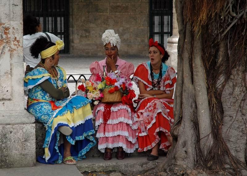 קובה - נשים מקושטות