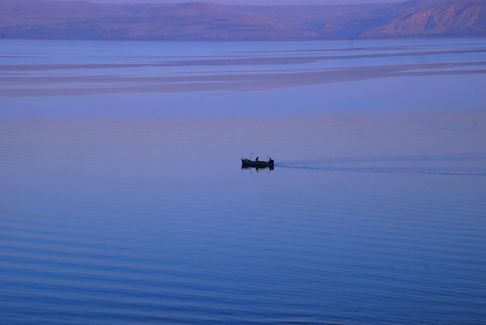סירה בכינרת