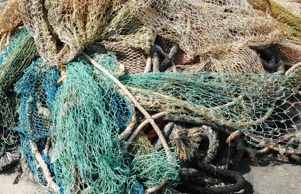רשתות וחבלים בנמל יפו