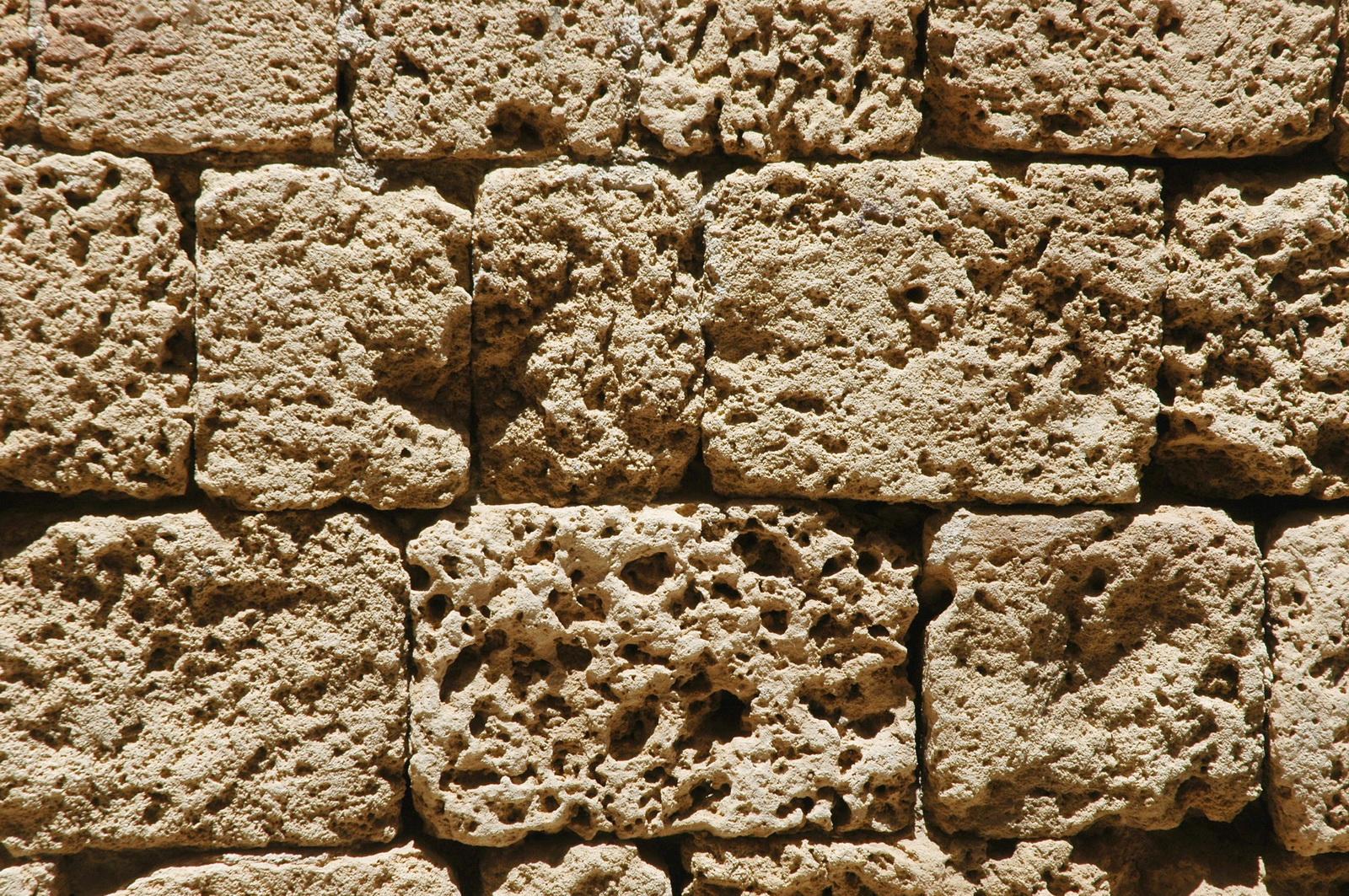 אבני כורכר מסותתות - בחומת עכו