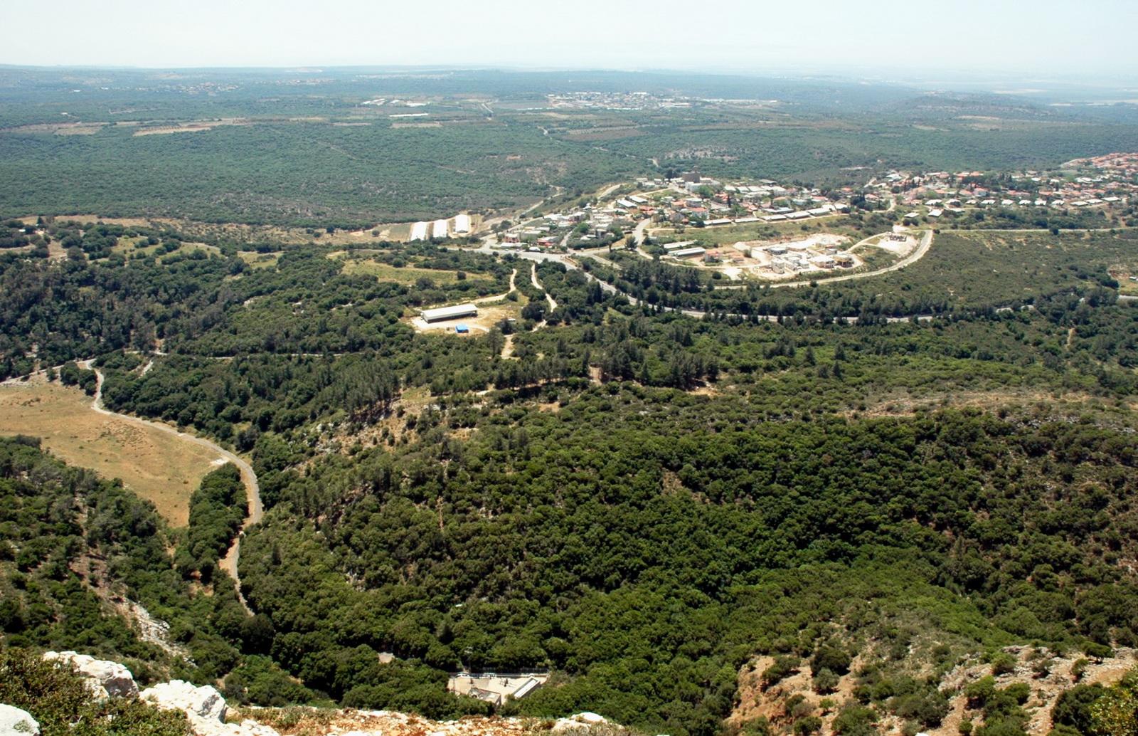 הגליל המערבי ויערה - מבט ממערת קשת