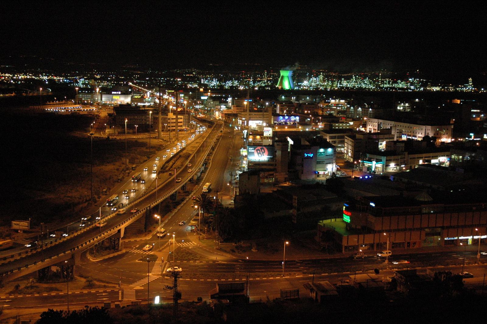 מפרץ חיפה בלילה