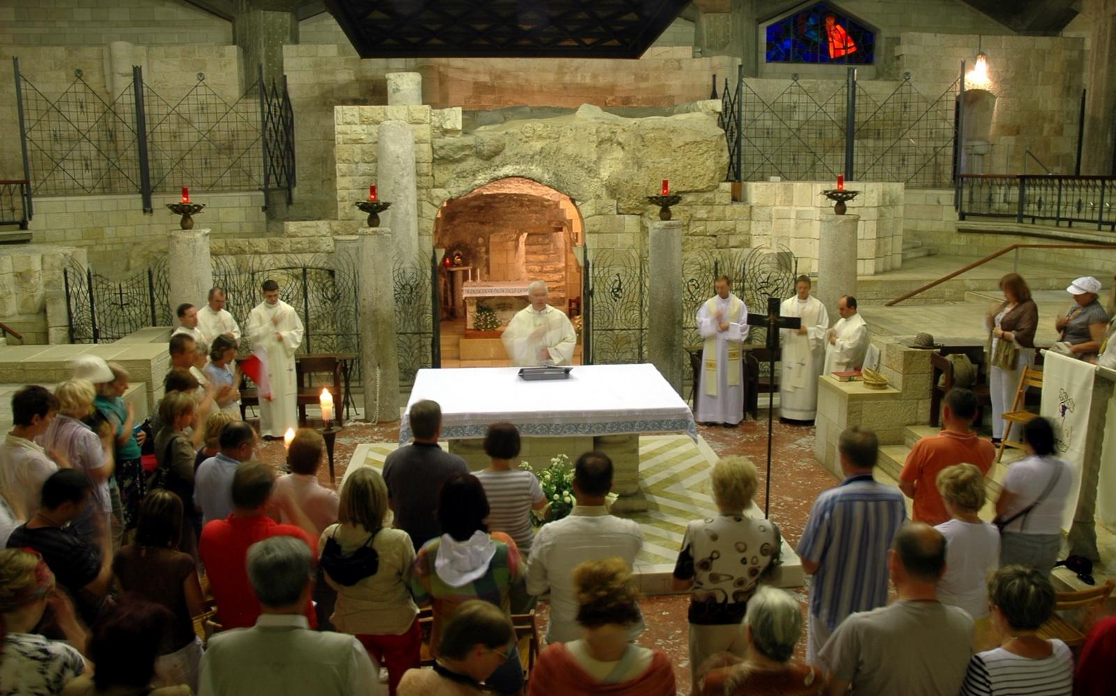 נצרת - תפילה בכנסיית מבשורה
