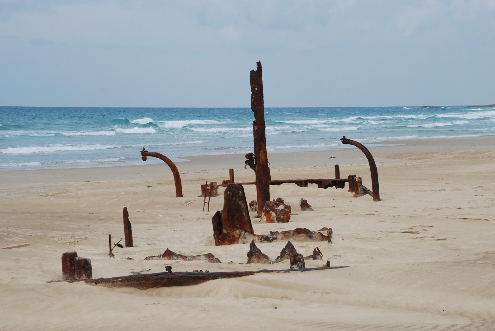 חוף הבונים - ושרידי הספינה