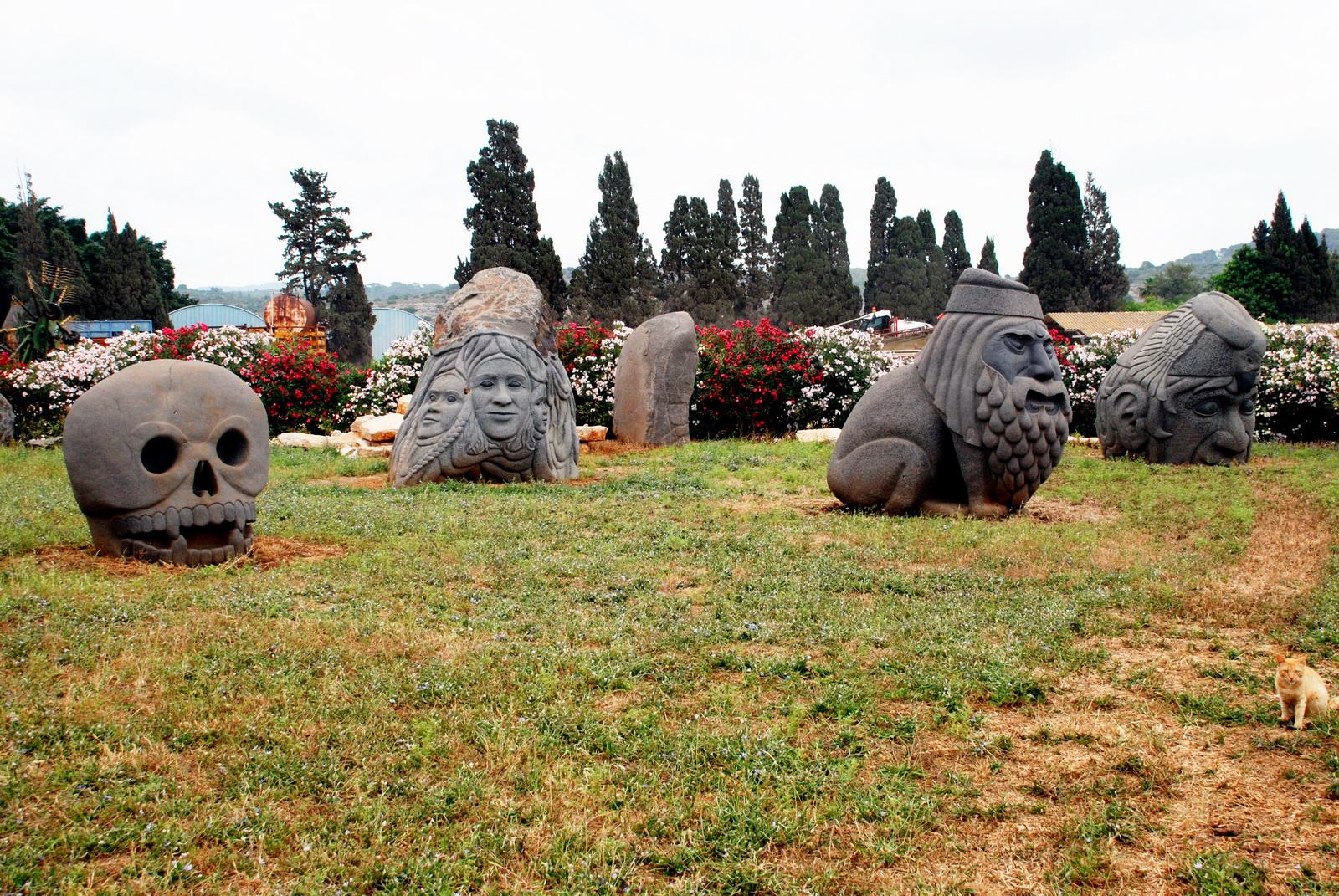 פסלי הבזלת של דגן בעין כרמל
