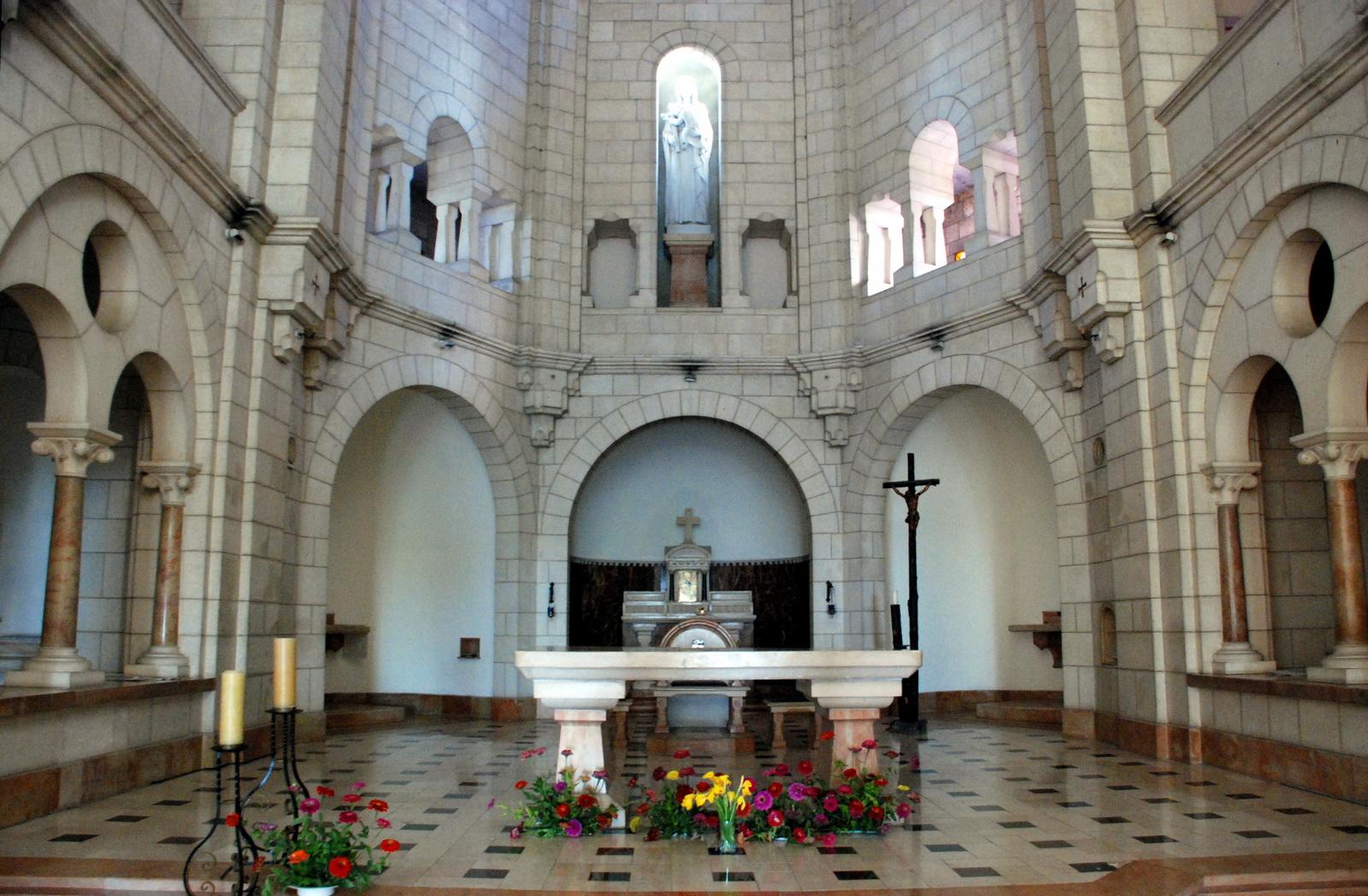 לטרון - כנסיית המנזר
