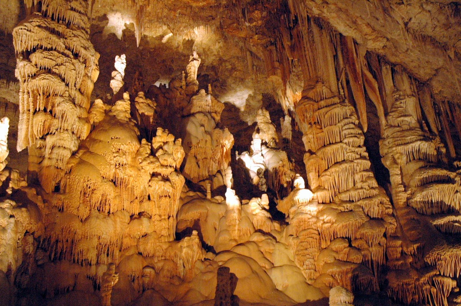 במערת אבשלום