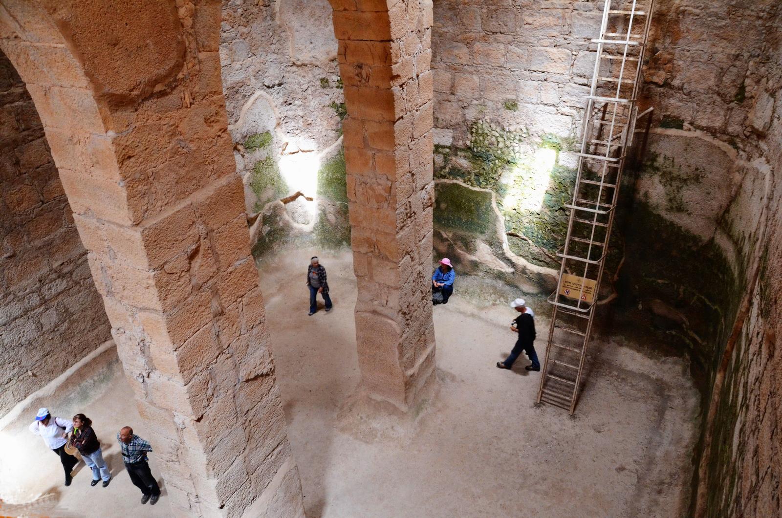 מנזר אווטימוס - בור המים