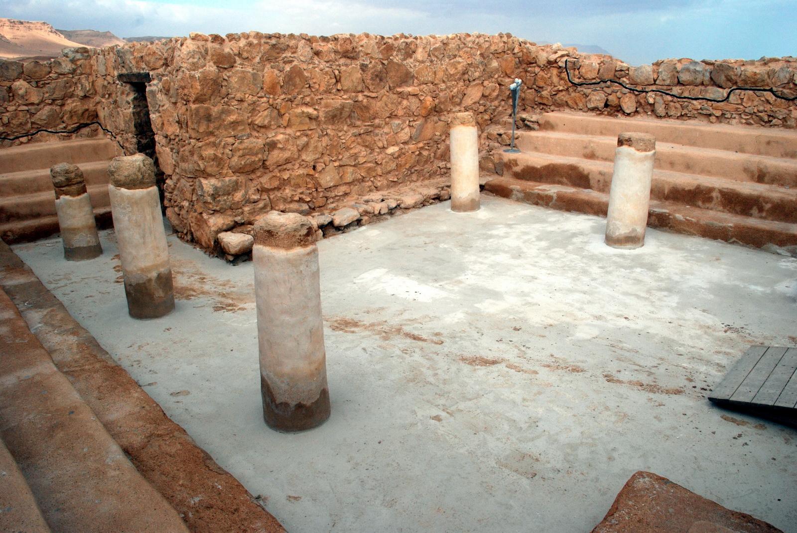 מצדה - מבנה בית הכנסת