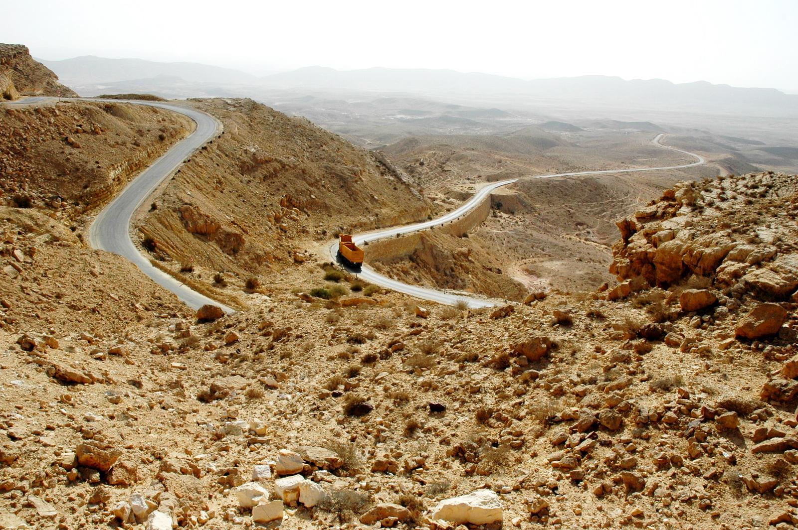המכתש הגדול - הכביש היורד אליו
