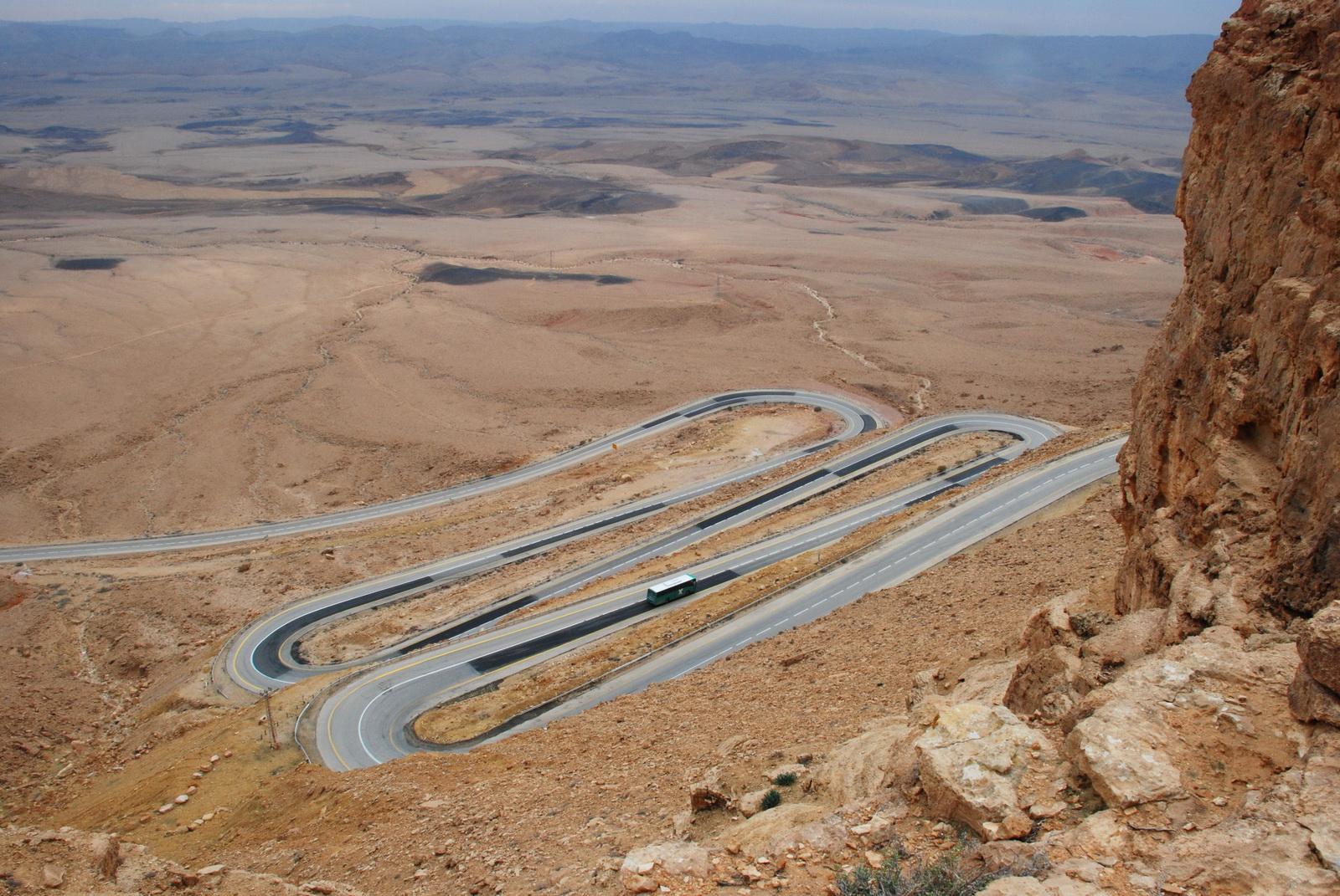 מעלה העצמאות - הכביש היורד למכתש