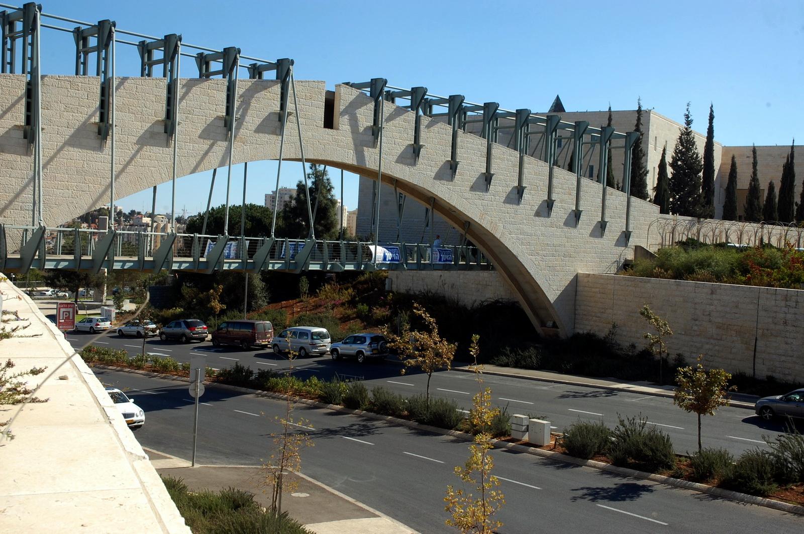 גשר הולכי הרגל לבית המשפט