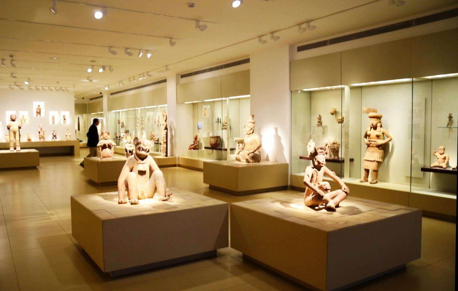 תצוגת אומנות  דרום אמריקאית במוזיאון