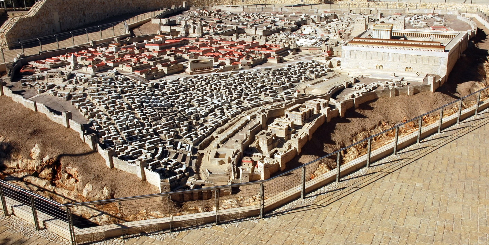 דגם ירושלים של בית שני בחצר היכל הספר