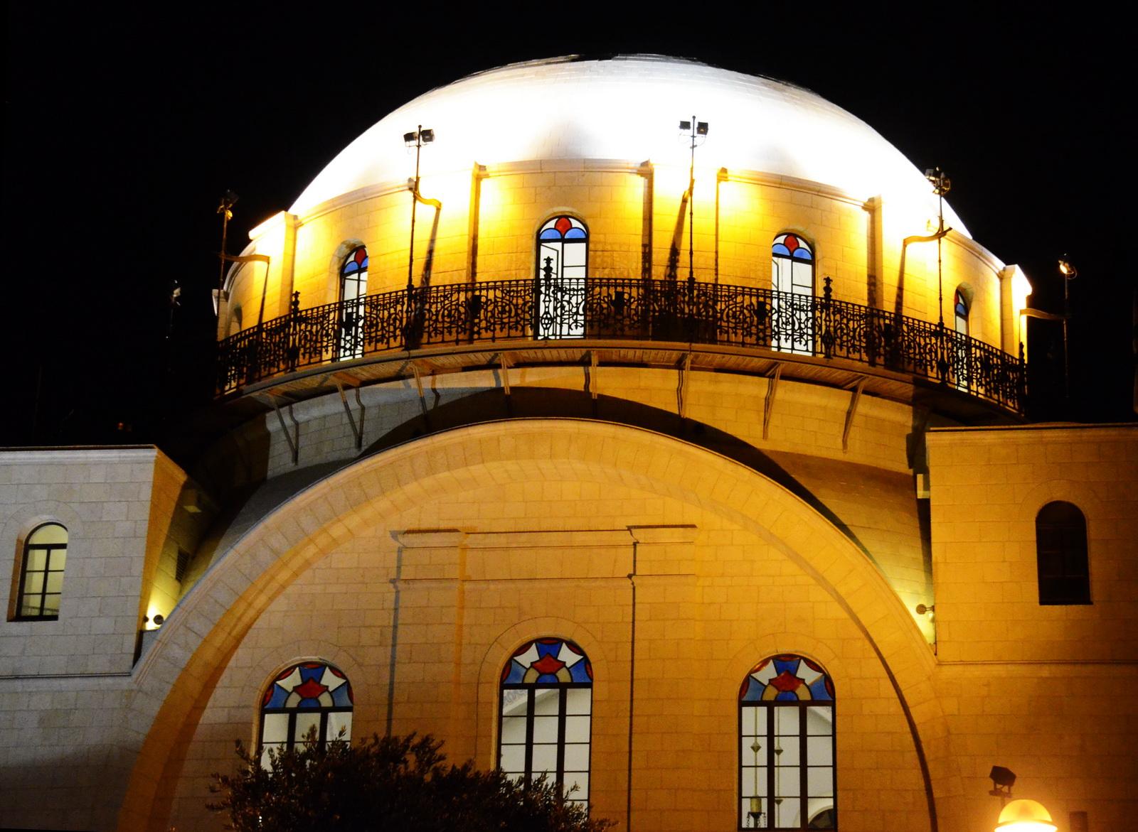 בית כנסת 'החורבה' - מואר בלילה