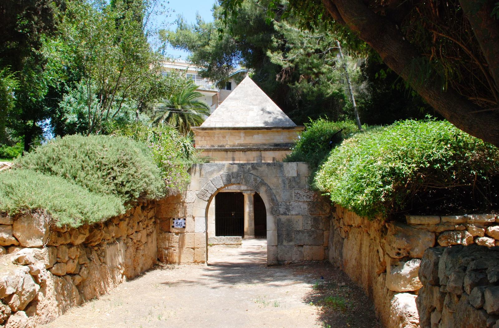 קברים בירושלים - קבר יאסון, מימי בית שני - ברח' אלפסי 15 ברחביה