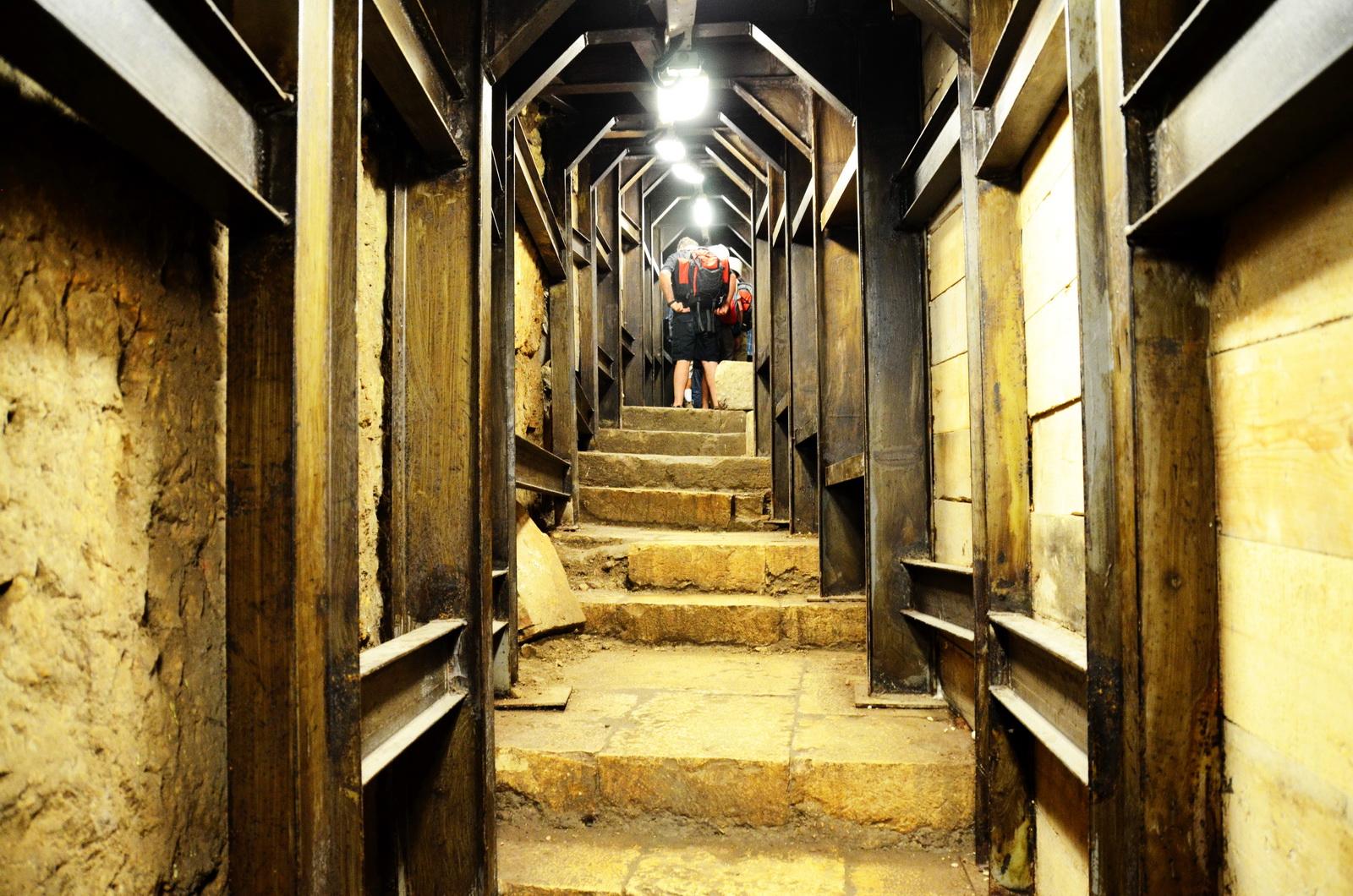 רחוב המדרגות, המעלה את עולי הרגל מהבריכה להר הבית