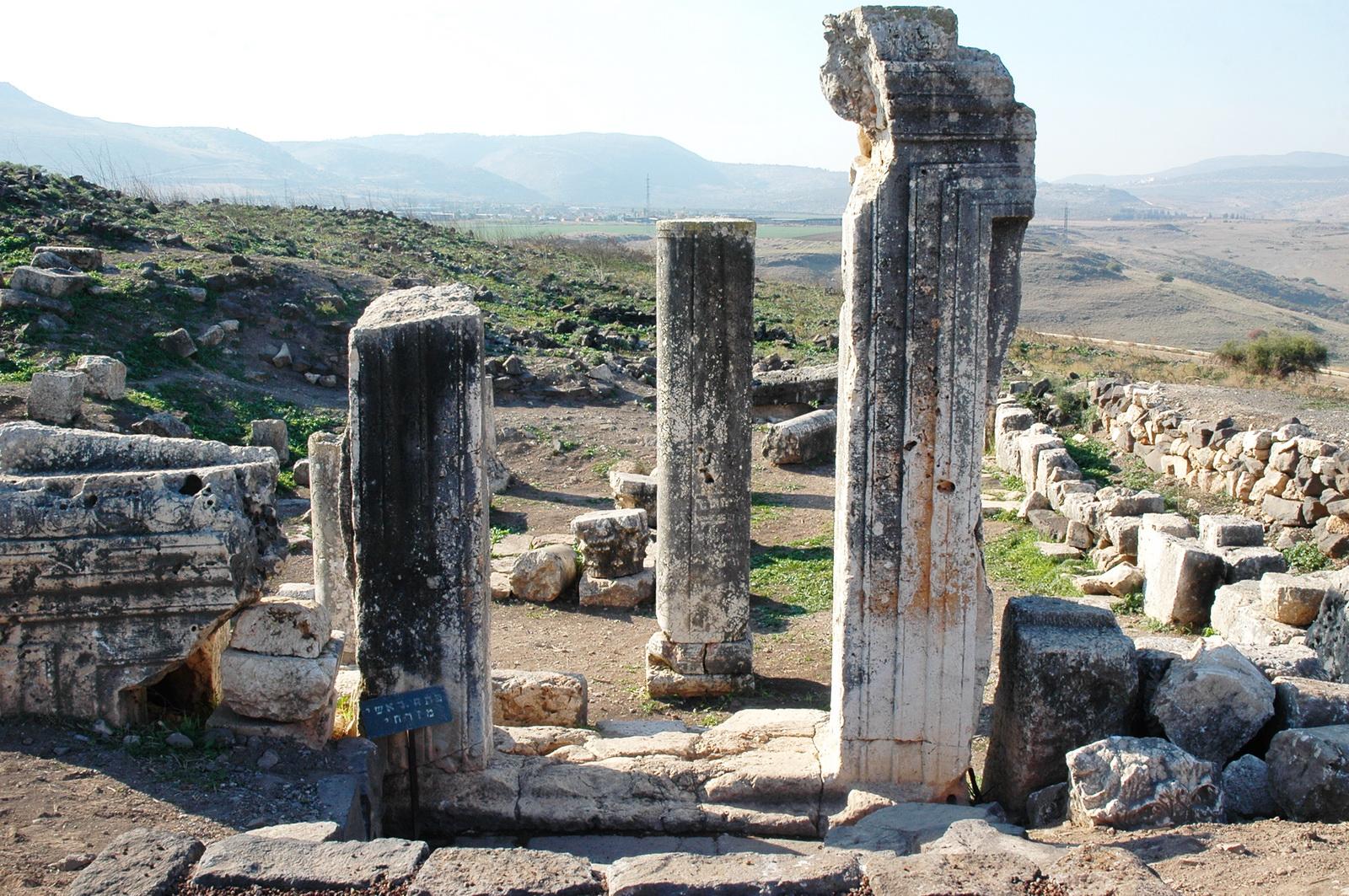 בקעת ארבל - בית כנסת ארבל - שרידי הכניסה