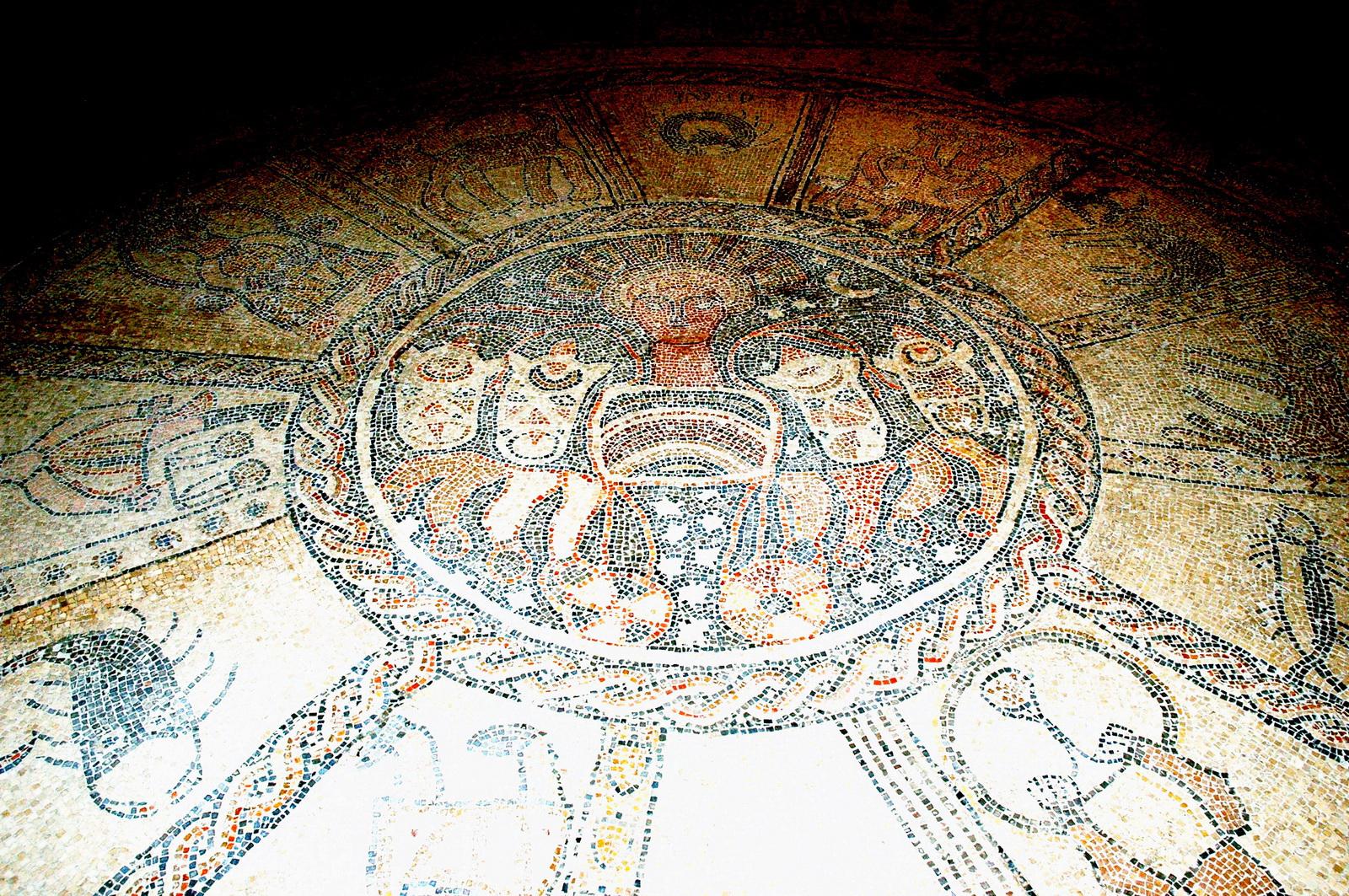 עמק בית שאן - ביהכ'נ בית אלפא - גלגל המזלות ברצפת הפסיפס