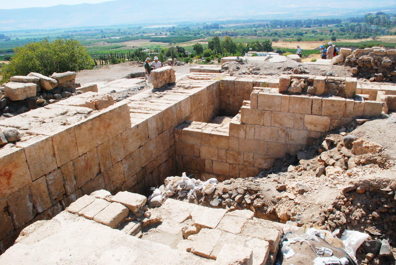 חיר' עומרית -  מקדש הורדוס עוטף את קודמו