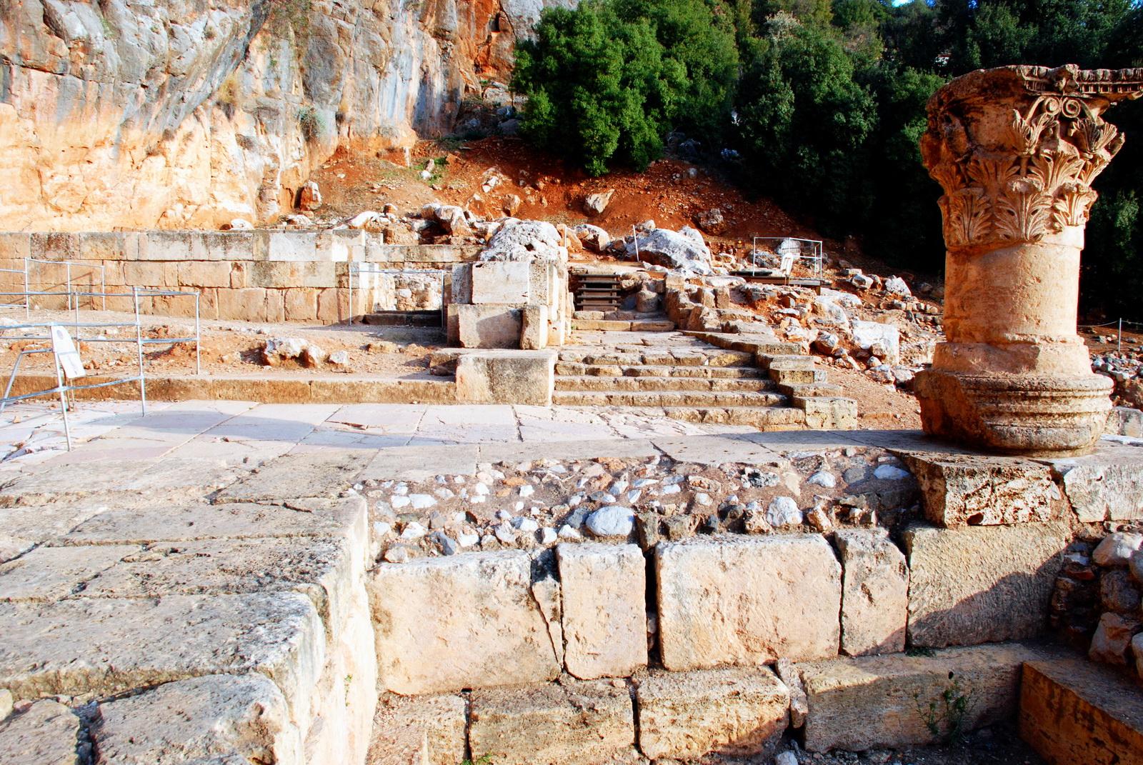 בניאס - אתר המקדשים לרגלי הצוק