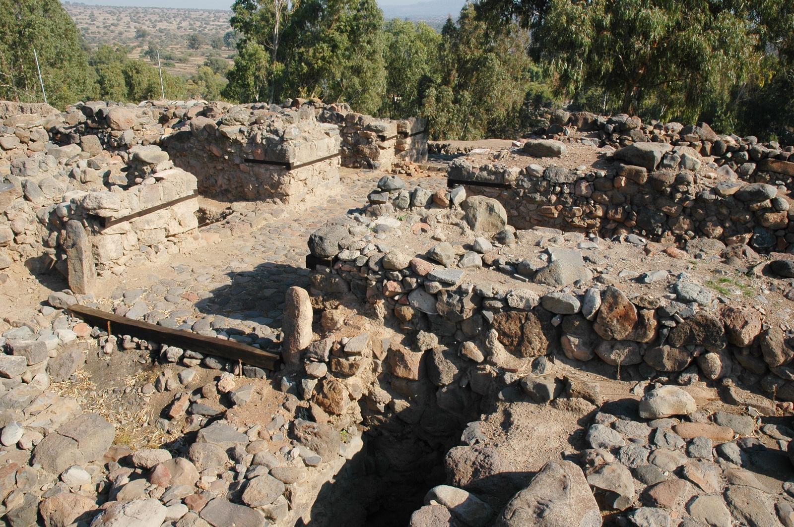 גליל עליון - בית צידה - עיר משלהי התק' הרומית בפארק הירדן - שער העיר