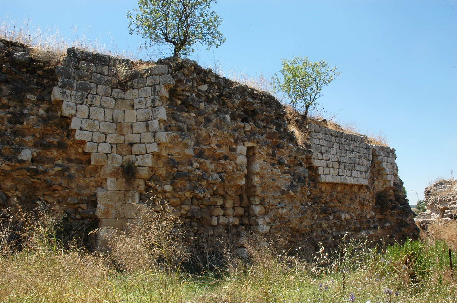 חאן תגרים - הפינה הצפון - מערבית של חומת החצר