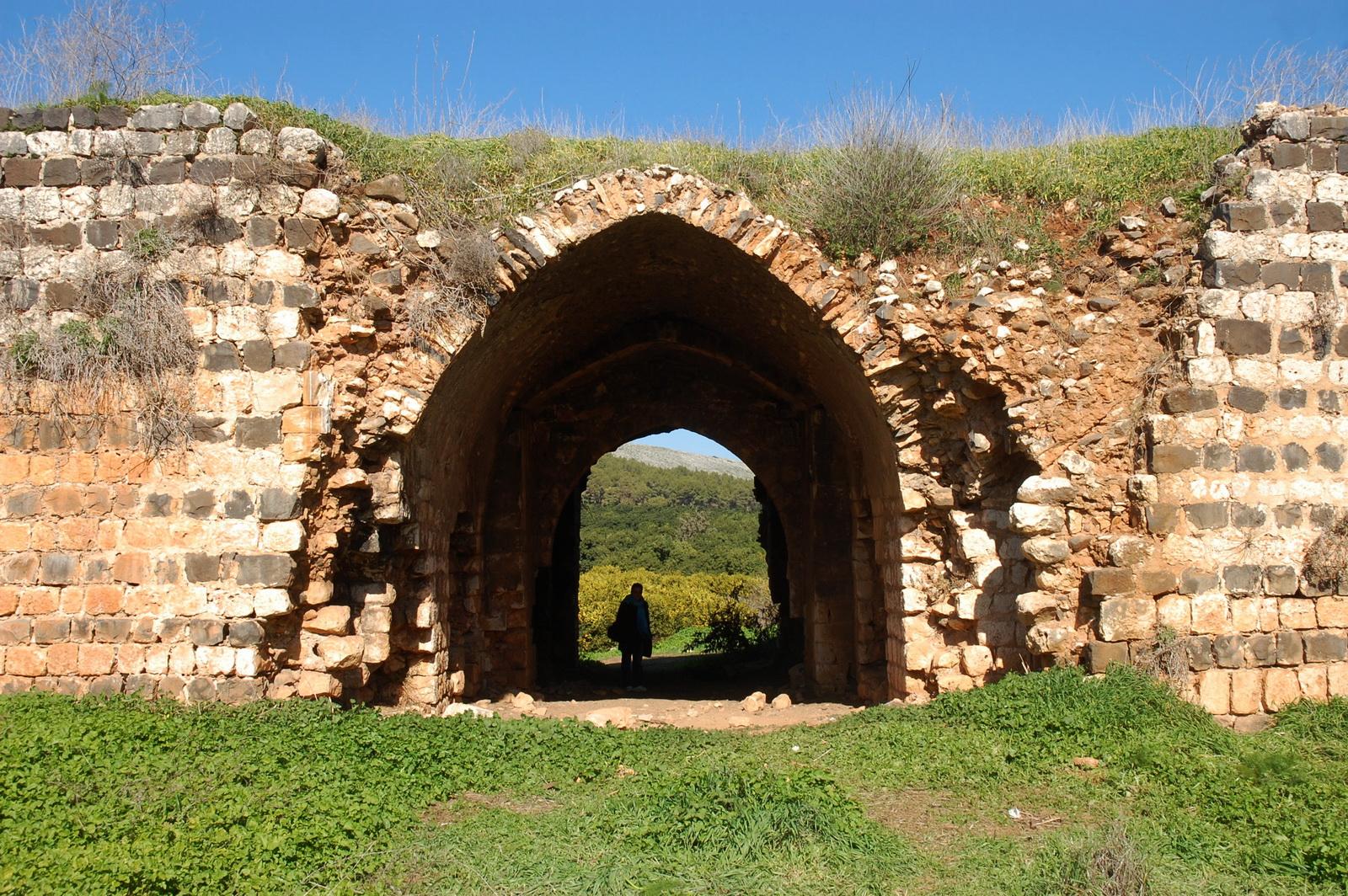 החאן - שער הכניסה במבט מבפנים החוצה