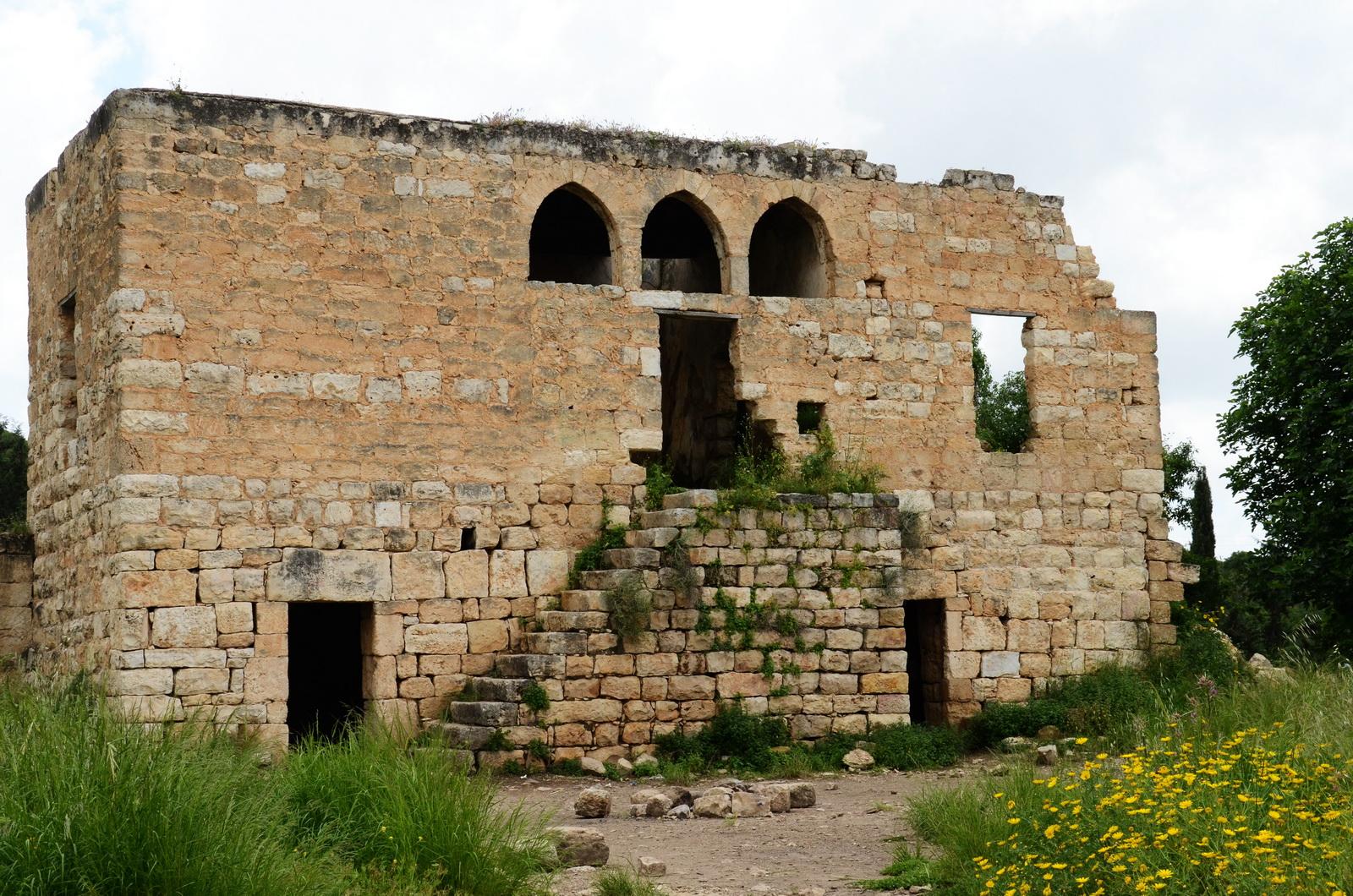 חיר' געתון - המבנה המרכזי בחצר האחוזה