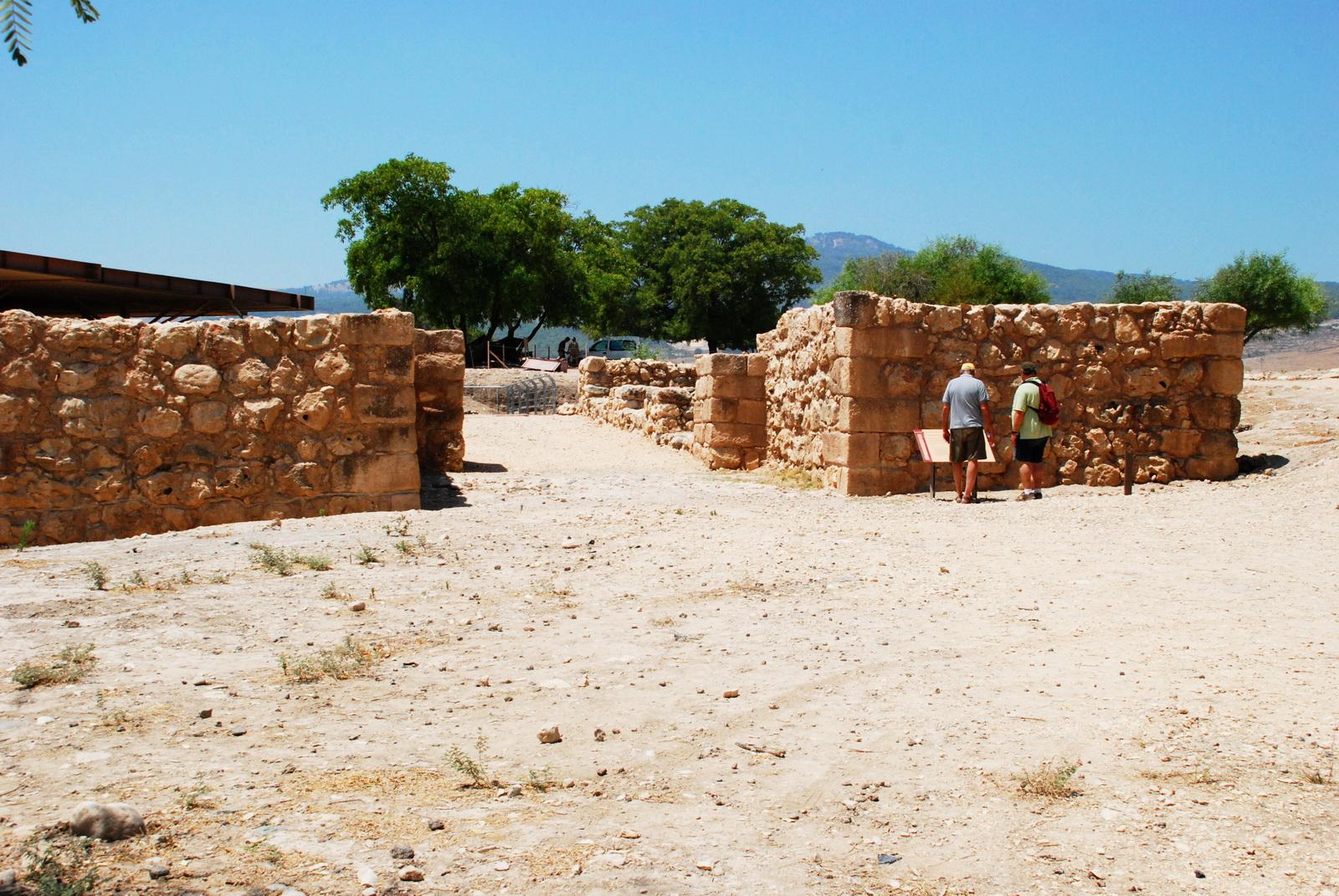 גליל עליון - תל חצור - אחת מערי שלמה (ועוד הרבה לפניו) - שער העיר מימי שלמה