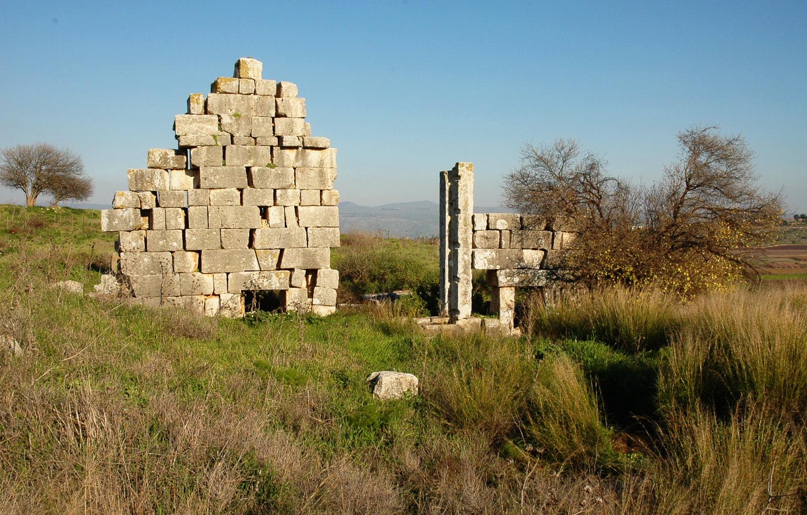 גליל עליון - תל קדש - אתר פולחני (רומי) פגני - שרידי המבנה
