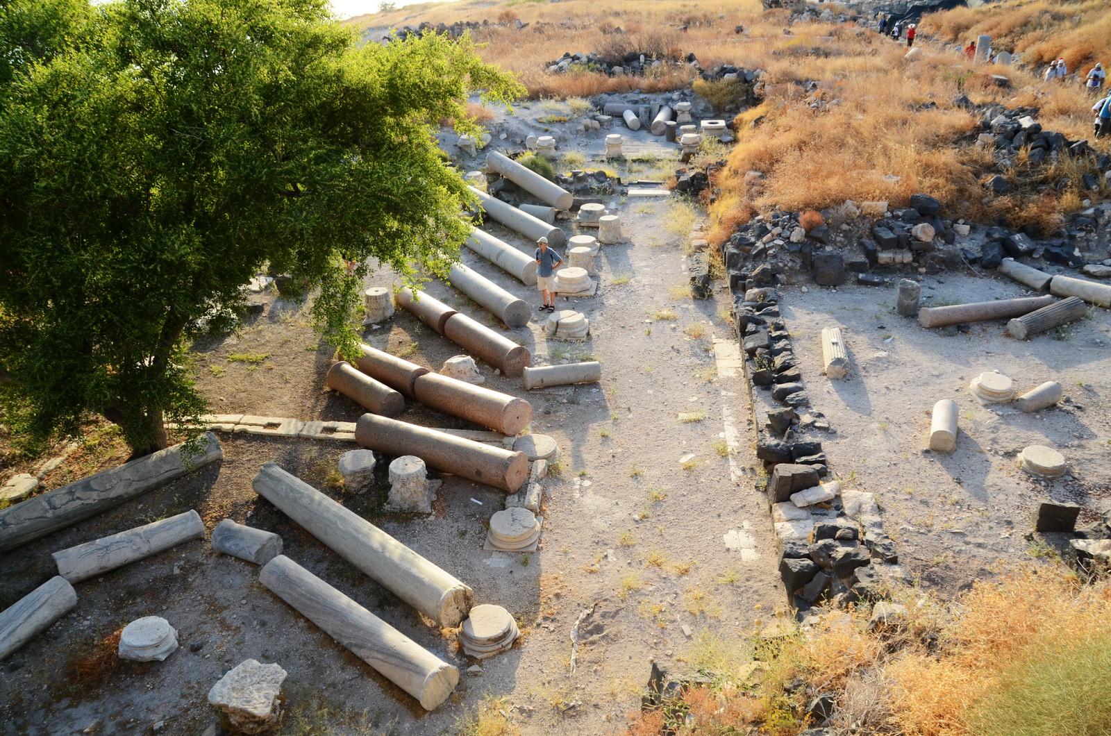 סוסיתא - עמודי הקתדרלה הנפולים מרעידת אדמה