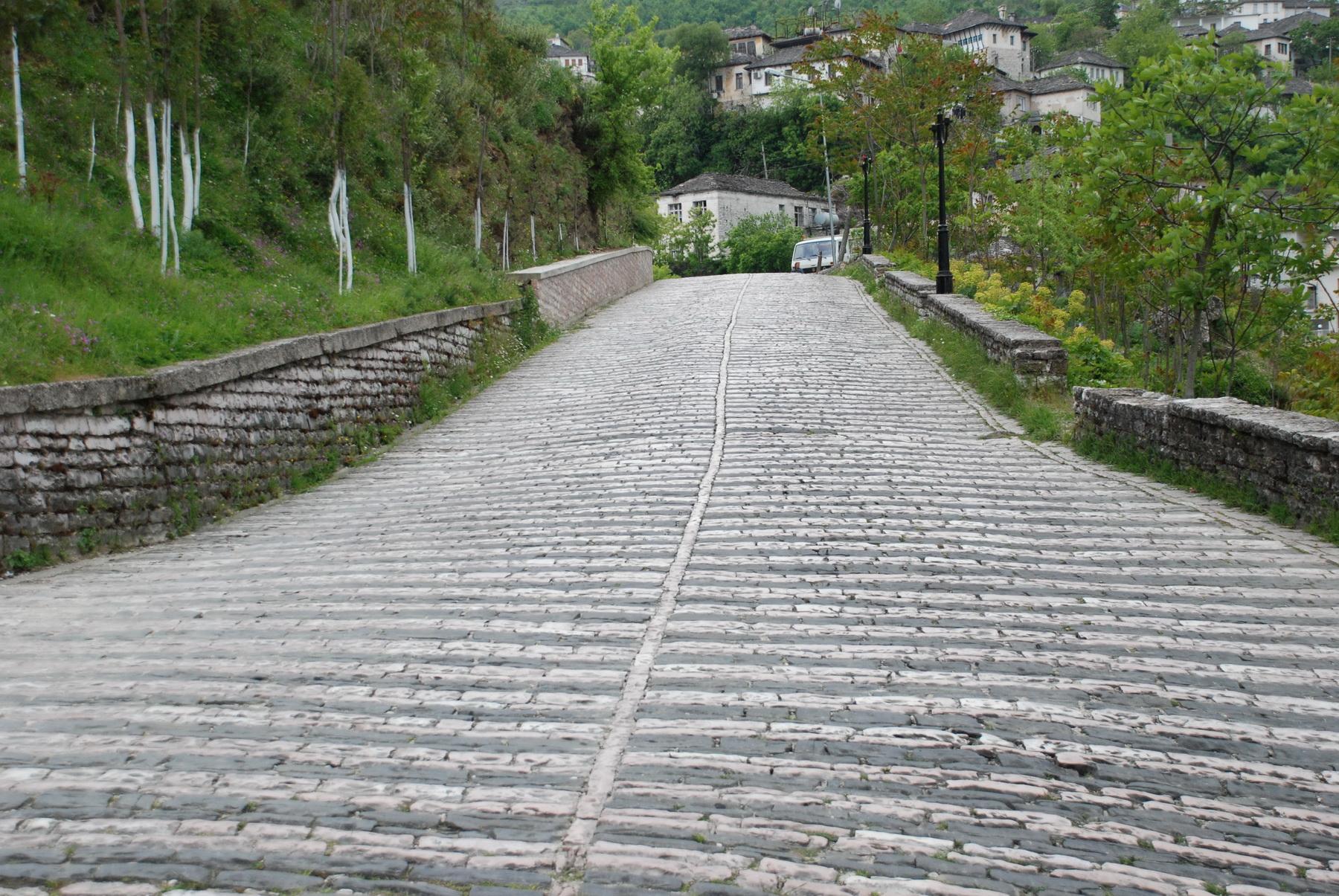 אלבניה - ג'ירוקסטרה - העלייה למצודה