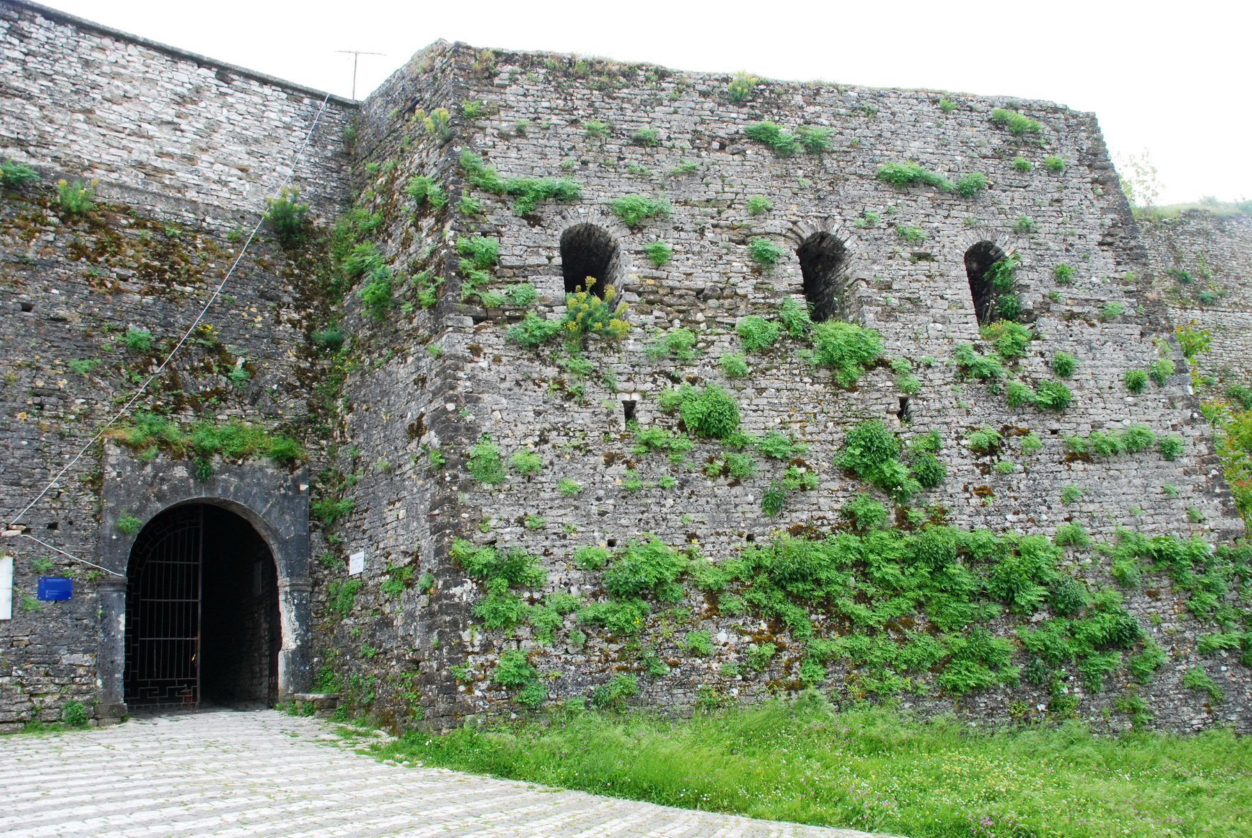 אלבניה - ג'ירוקסטרה - שער המצודה